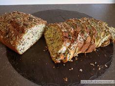 1 plakje koolhydraatarm courgettebrood als het nog warm is met roomboter en extra belegen boerenkaas. Je weet niet wat je proeft! Onweerstaanbaar lekker!