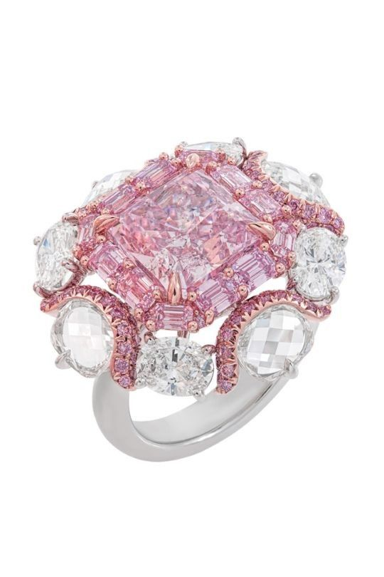 Rosamaria G Frangini   High Pink Jewellery   Argyle Diamonds Collection: Nirav Modi Lavender Ring. The ring features a magnificent 4.63 carat Fancy Purplish Pink centre diamond, within a border of Fancy Intense Purplish Pink emerald cut diamonds. Eight oval diamonds at the edges complete the distinct design. Over nine carats of diamonds are set in 18K white gold and rose gold.