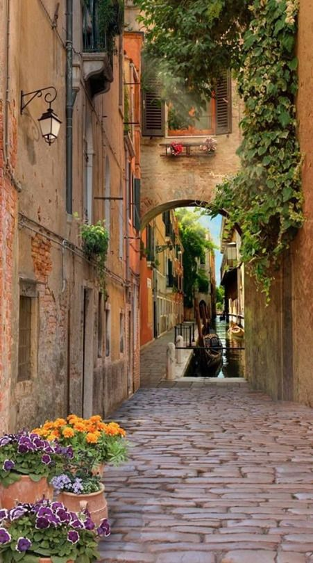 Venice, Italy      photo via geesher