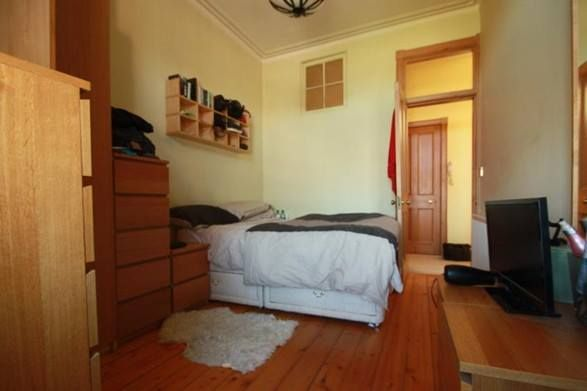 A student's house needs to have certain important features and amenities that would allow the students to stay peacefully and securely for their entire tenure in Edinburgh .