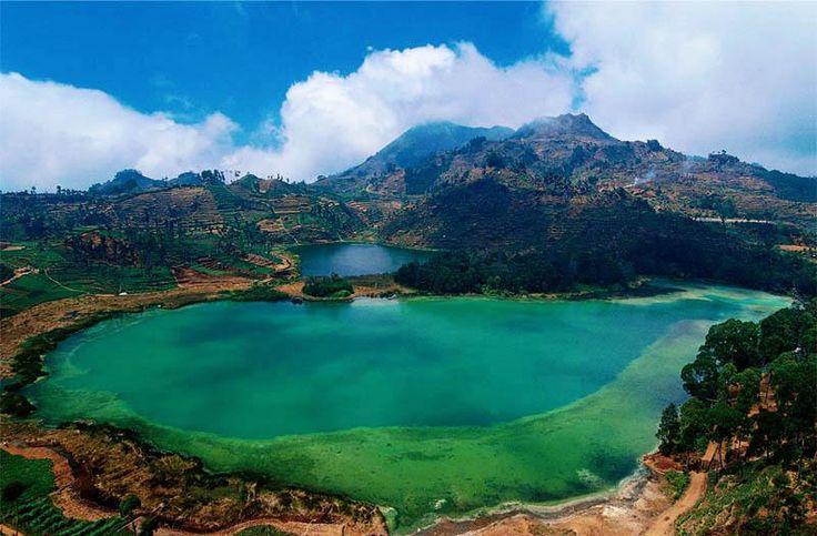 Telaga Warna salah satu obyek wisata yang ada di daerah kawasan wisata dieng