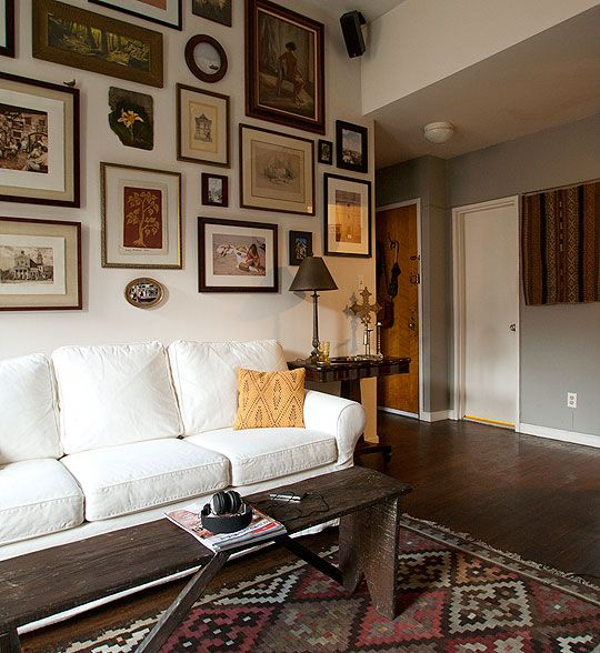 Love the vintage rug and the mix of artwork on the wall. Great balance of neutrals.