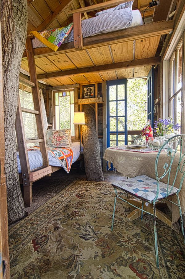 The tree house features cozy quilts, vintage furnishings, warm rugs and whimsical accessories.. wanna be here!!
