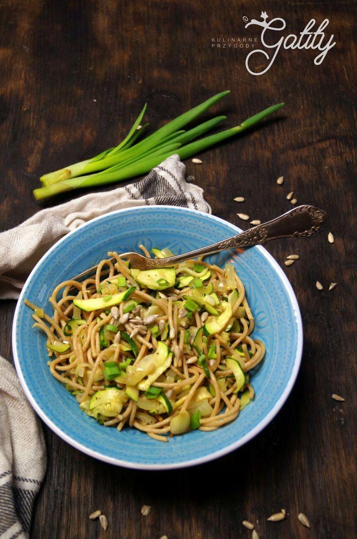 Kulinarne przygody Gatity - przepisy pełne smaku: Spaghetti pełnoziarniste z cukinią (wychodzenie z ...