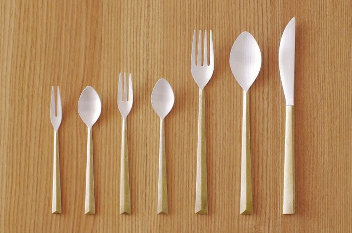 Japanese designer Oji Masanori designed a minimalist cutlery series inspired by the theme, Light. The series, manufactured by Futagami, contains a spoon, fork and knife.