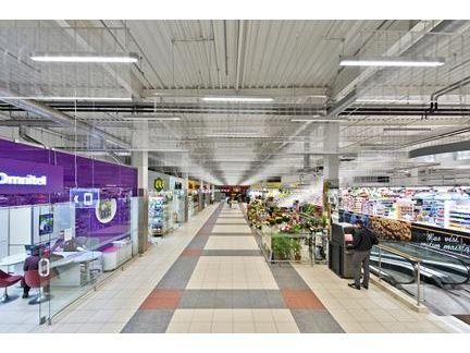 Nel #CentroCommerciale Lituano IKI, la #ReteMetallica copre l' impianto #antincendio in modo #elegante e #funzionale