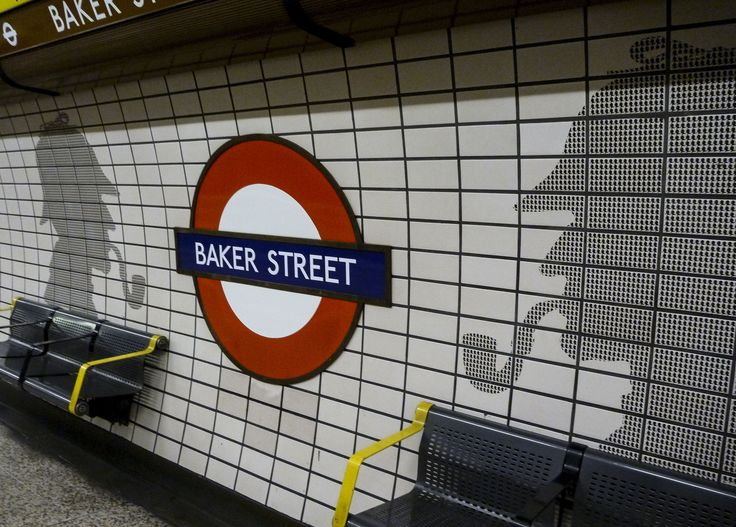 Baker Street (by Blandine Le Cain, CC BY 2.0 - https://www.flickr.com/photos/blandinelc/8382444797/ )