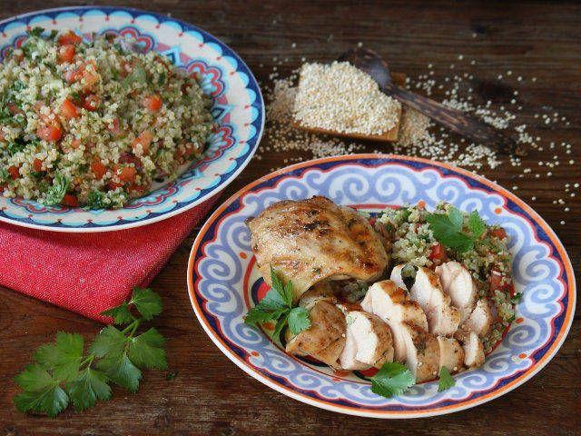 Con l'arrivo della bella stagione i nostri chef sono pronti per regalarti una creativa ricetta che unisce le proprietà benefiche della quinoa con il gusto delicato della carne di pollo. Scoprila, provala e raccontaci com'è andata!