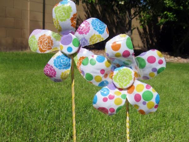 Lindas flores hechas de botellas de pl stico reciclando - Flores de plastico ...