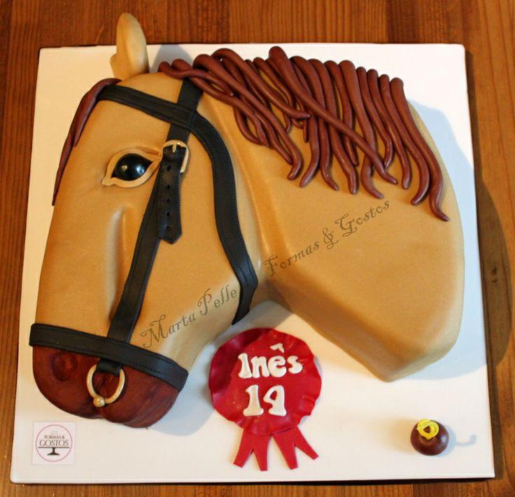 Bolo esculpido em formato de Cavalo; Massa: Chocolate;