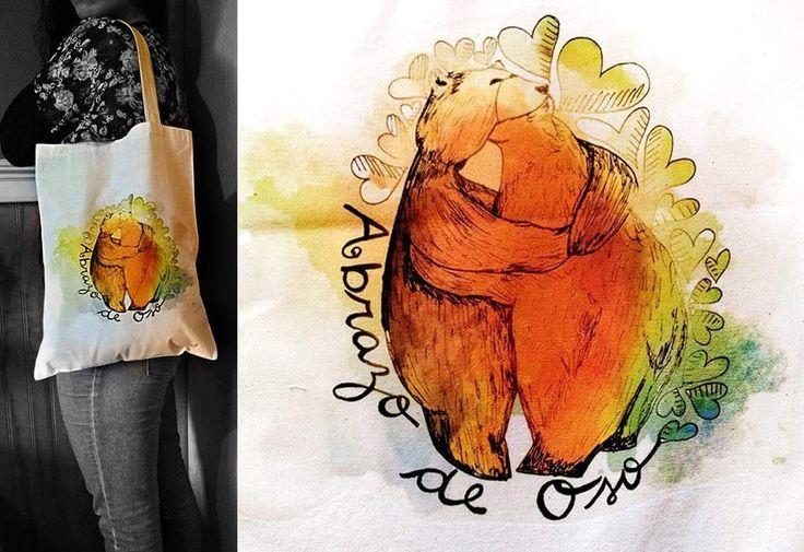 Bolsa ecológica de tela crea estampada con tiernos abrazos de oso al estilo acuarela, se vende a $ 5.000 pesos en Santiago de Chile