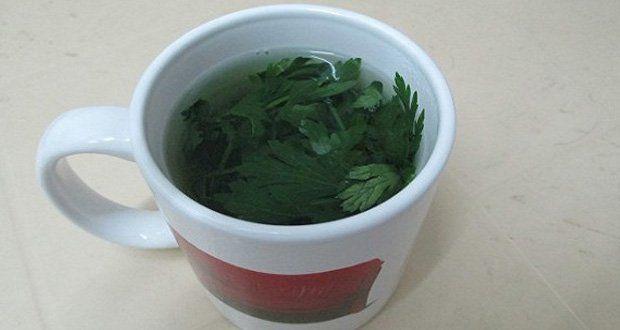 Cette recette de thé au persil qui va vous permettre d'éliminer l'excès d'eau, grâce à ses propriétés diurétiques et drainantes.