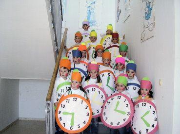 Reloj con bolsa de plástico de basura | http://www.multipapel.com/subfamilia-bolsas-disfraces-educacion-infantil-pequenas.htm