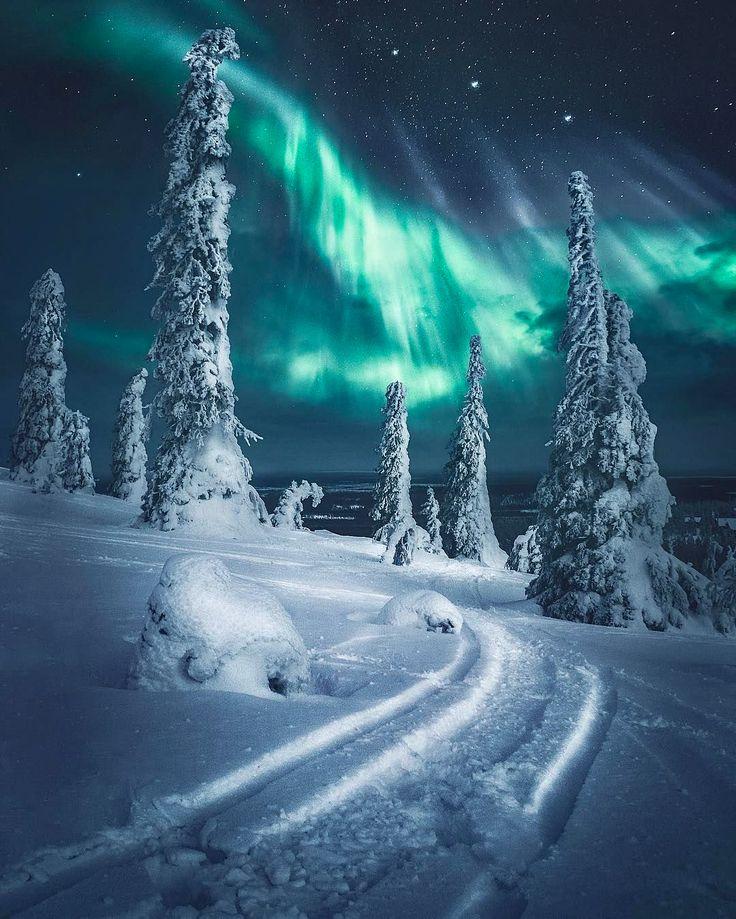 ***Aurora and ski trail (Finland) by Juuso Hämäläinen (@juusohd) on Instagram cr.❄️