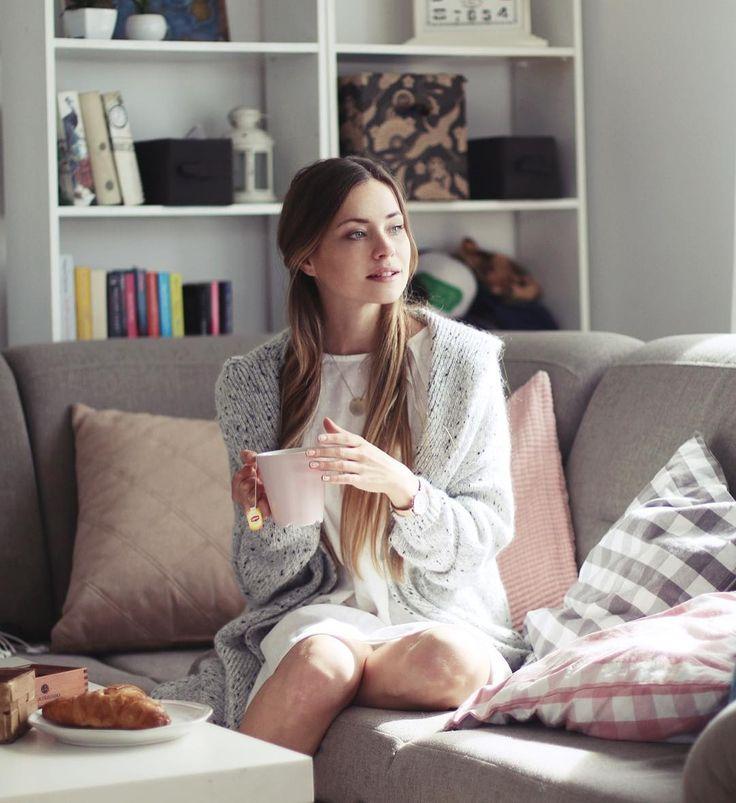 Taki klimat na blogu zaglądajcie fot. @dariamochalska  W poście przygotowałam propozycje prezentu z okazji dnia chłopca zajrzyjcie co to takiego! Kochani życzę Wam pięknego popołudnia mam nadzieję że korzystacie z pogody! Ja łapie za amol i wracam do łóżka #cozy #sweater #pijama #nightwear #home #coffeetime