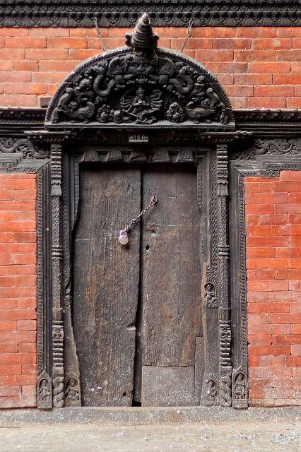 40 best images about puertas de nepal on pinterest the for Window design in nepal