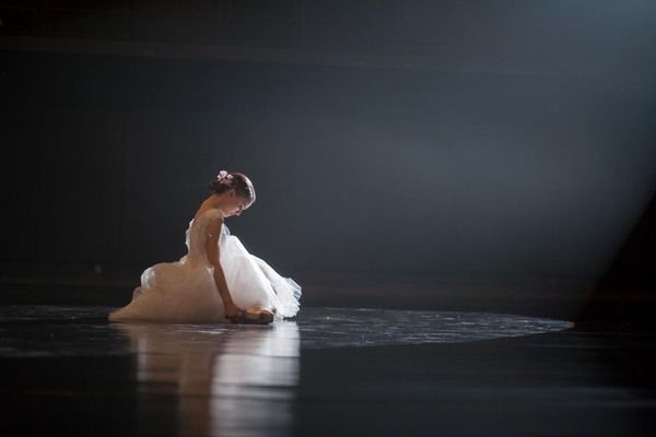 Quiet, Behind the Scenes Photos of Darren Aronofsky's 'Black Swan'