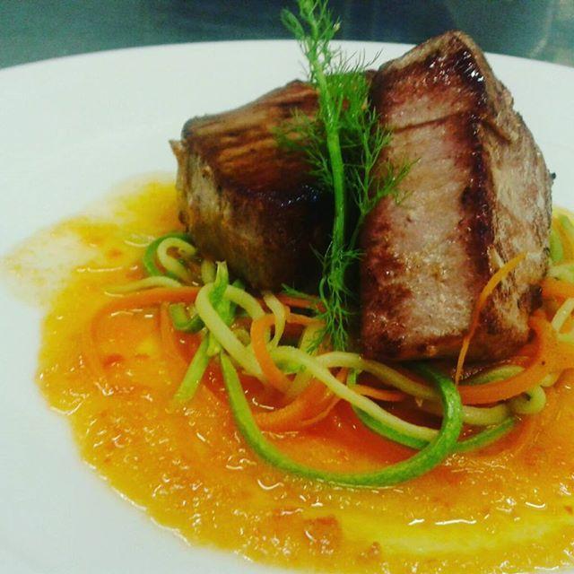 #tonno scottato con carotine e zucchine a julienne.. #freshfish #freshingredients #mare🌊 #maremonti #cucinadigusto