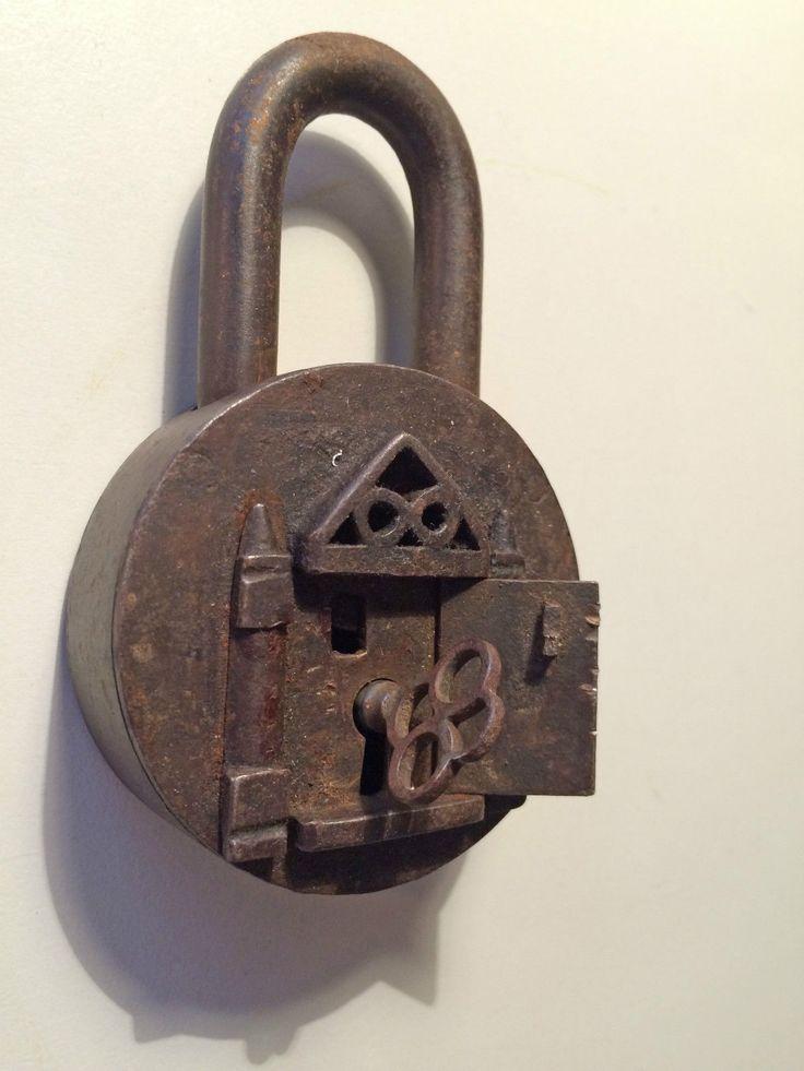 Antikes Vorhängeschloss // padlock cadenas candado serratura