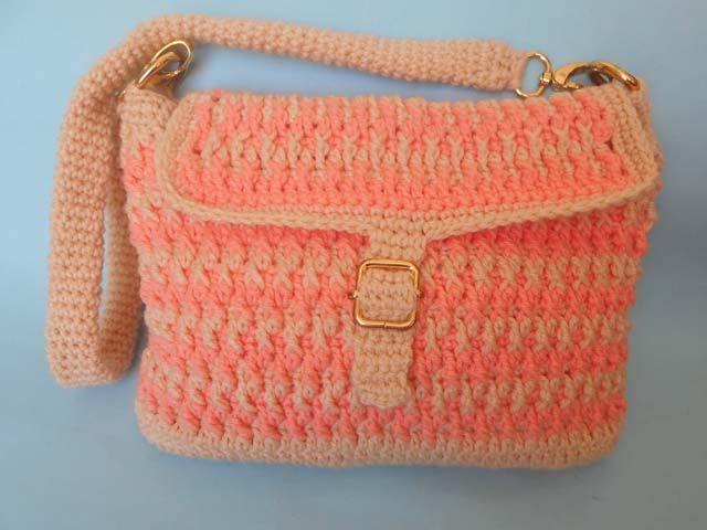 I used a treble crochet stitch in this crochet purse.