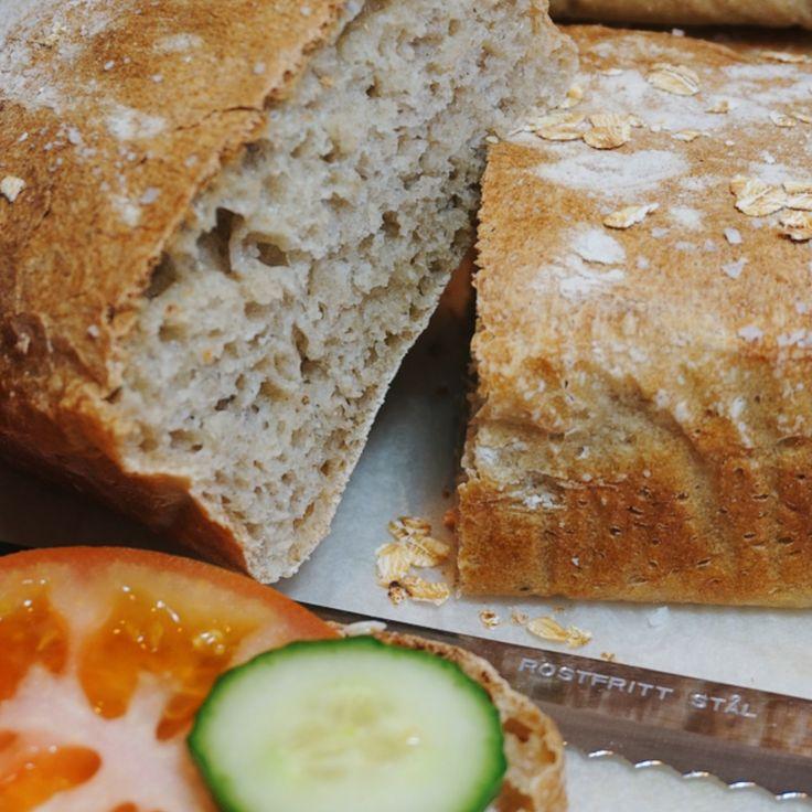 Det är så enkelt och gott, nattjäst rågbröd måste du bara testa. Det kräver inte så mycket arbetsinsats men blir så gott!
