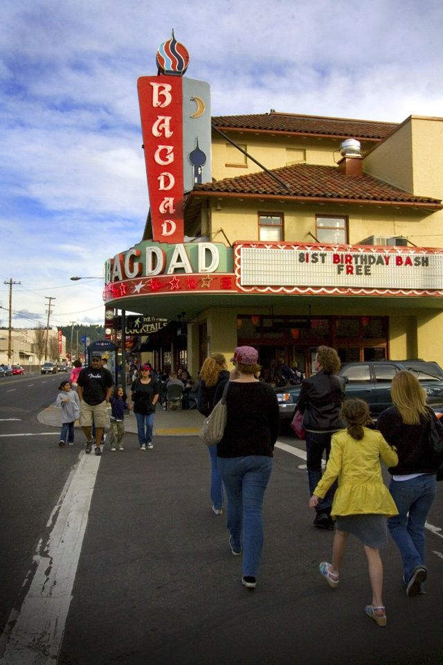 Portland  OR   Bagdad Theater   Great place to watch a movie  amp  have dinner. 1000  ideas about Movie Theaters Nearby on Pinterest   Portland