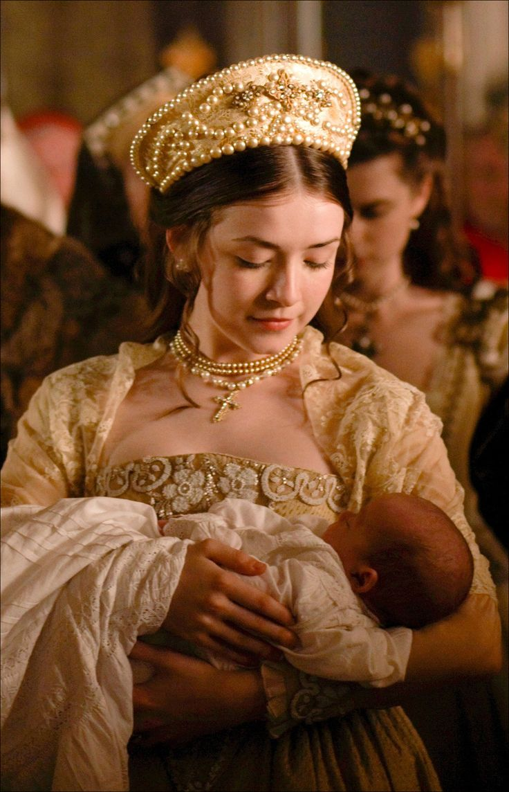 It appeared again in 2009 in the third season of Showtime's The Tudors, where it was worn on Sarah Bolger as Lady Mary.