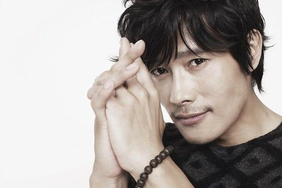 The Wall Street Journal interviews MASQUERADE's dashing leading man LEE Byung-hun