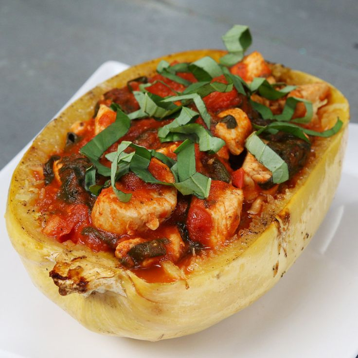 This Chicken And Tomato Spaghetti Squash Is The Ultimate Easy Dinner