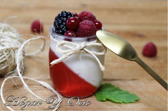 Vasitos de gelatina, crema de queso y frutos del bosque | Cocina