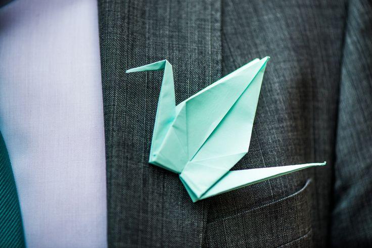 Origami kraanvogel als corsage  #wedding #origami #crane #kraanvogel #corsage #blue #trouwen #bruiloft