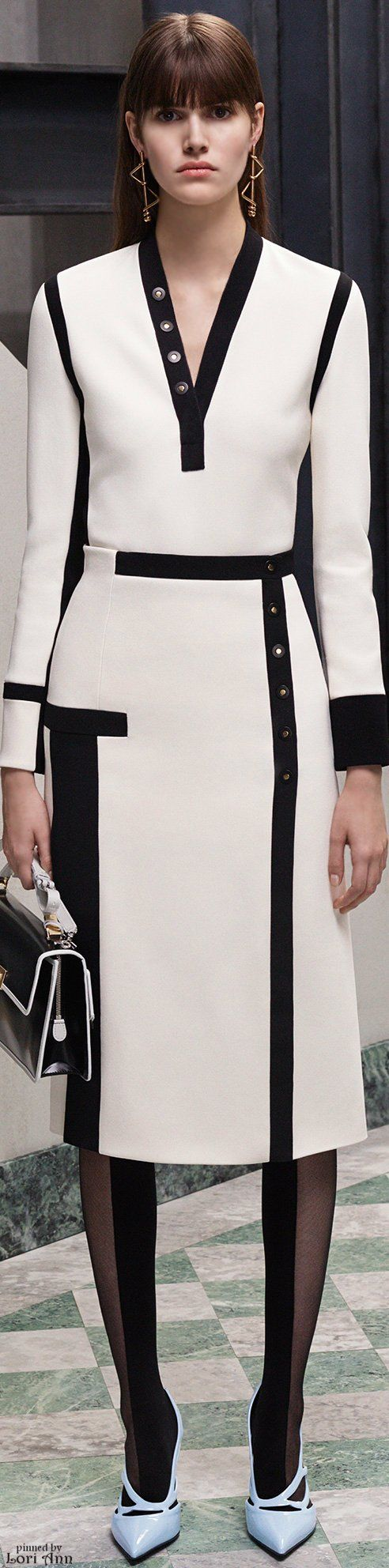 Balenciaga Pre-Fall 2015 Im soooo in love with black and white.. Love me as a black or white