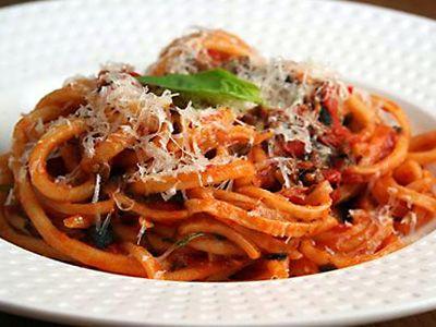 Enkele klassieke italiaanse pastasauzen - putanesca saus