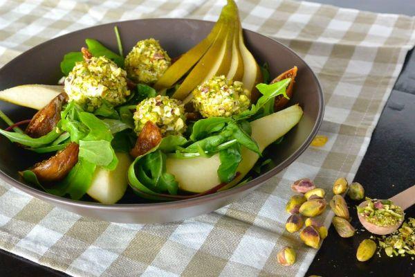 Salade met vijgen, peer en balletjes van kwark met pistachekruim ♥ Foodness - good food, top products, great health