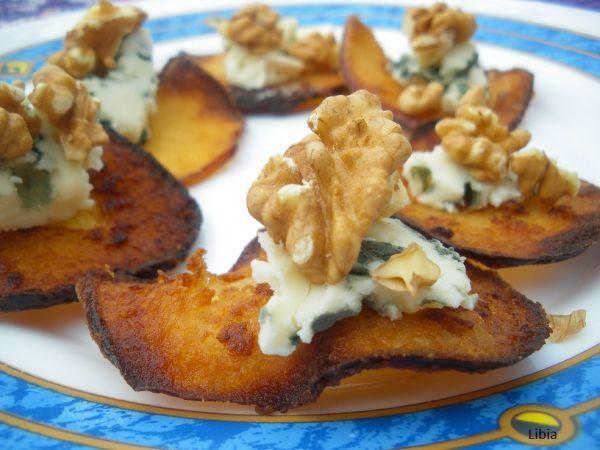 Chips de manzana caramelizada con roquefort y nueces