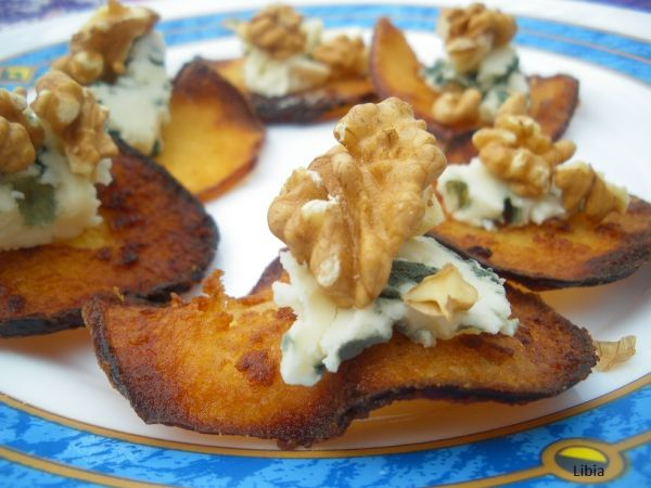 Aperitivos Chips de manzana caramelizada con roquefort y nueces