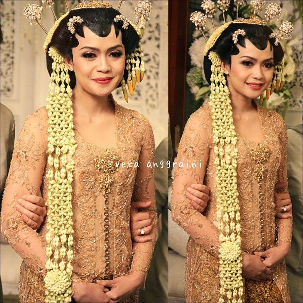 Javanese Wedding - Central Java, Indonesia - gold kebaya + stunning jasmine headdress . Love it ^^