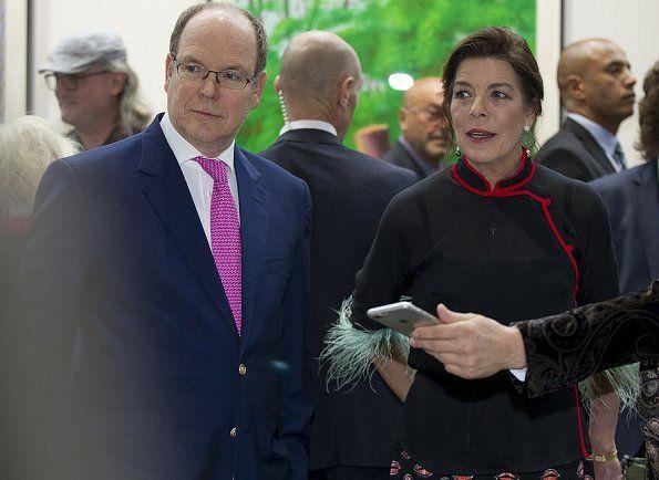 Prinses Caroline en Prins Albert bezoeken Artmonte-Carlo tentoonstelling