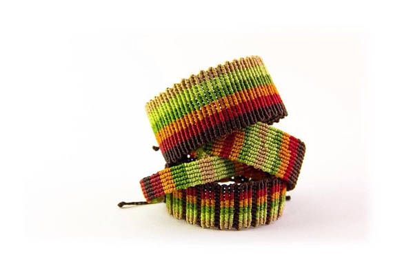 ** Brazalete de macramé unisex con diseño en colores tierra / Pulsera ancha para hombre inspirada en la Naturaleza / Pulsera para parejas ** Pulsera de macrame realizada con hilo encerado brasileño de alta calidad. Este tipo de pulseras de macramé se crean mediante la combinación de nudos