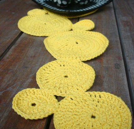 camino de mesa al crochet