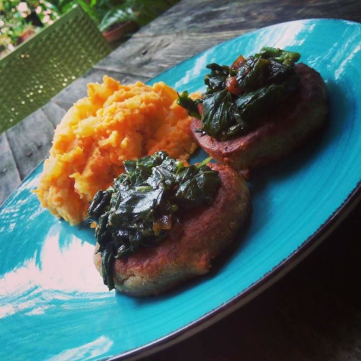 Vegan lunch - BEB Spinach Burgers - Patties made of black eyed beans mixed with a spice blend topped with steamed spinach flavored with homemade teriyaki sauce with red onions sided by homemade carrot potato mash - delicious plant-based meal for cruelty-free food lovers  #vegan #veganeats #vegancook #veganfoodporn #veganfood #foodtube #foodblogger #foodporn #veganism #veganlifestyle #foodspotting #foodismedicine #homecooking #cooking #plantbased #organicfood #vegetarian #easy2bvegan #vegans…