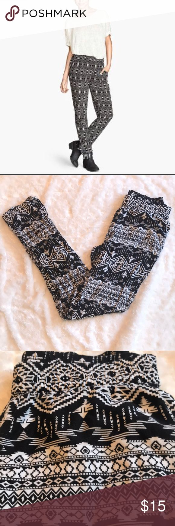 """H&m divided Aztec pants blk white size 4 Only wore once stock photo are what pants look like but these look to have a little more white.  Inseam around 27.5"""" H&M Pants Straight Leg"""
