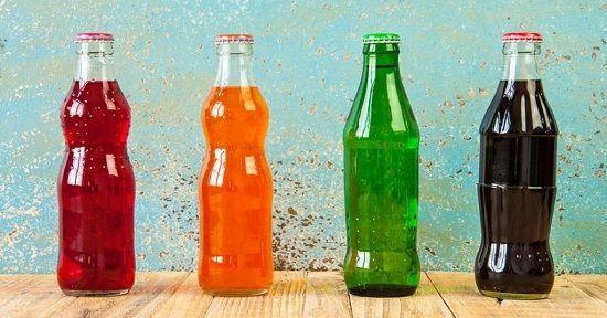 """Băuturile nealcoolice - sursele noastre de hidratare adevărate și false     Se pare că lumea a început să înțeleagă faptul că organismul nostru pentru a funcționa cât mai bine are nevoie de o cantitate apreciabilă de apă (nu lichide). Iar industria și comerțul au fost pe fază oferind o gamă întreagă de băuturi nealcoolice și răspândind ideea că trebuie să consumăm """"lichide"""" și nu """"apă"""". Iar apa de la robinet n-ar fi sănătoasă. Așa se face că în momentul de față în SUA se consumă de două ori…"""