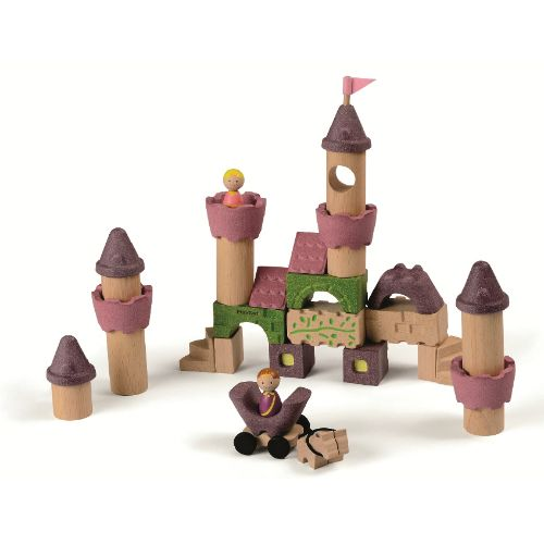 Create your own version of happily ever after with this fairy tale block set. The set comprises of thirty-five pieces and includes a prince.