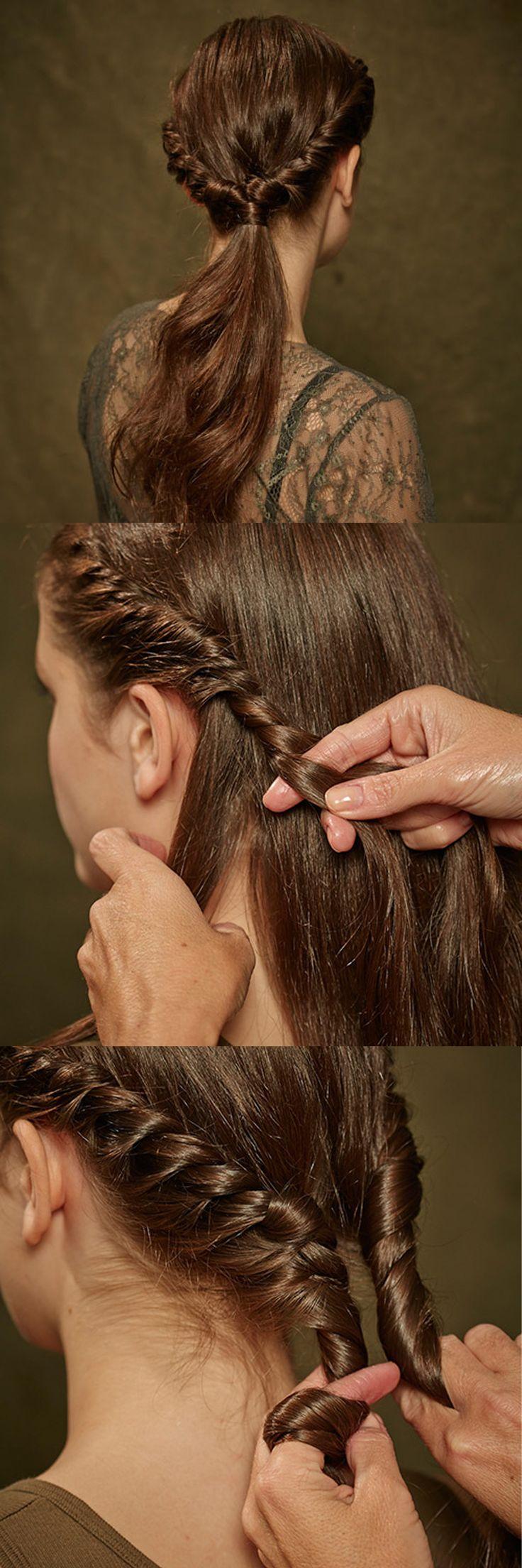 ZOPF romantisch eingekordelt  1) Alle Haare nach hinten bürsten und in zwei große Stränge teilen. 2) Seitlich eine dünnere Strähne abtrennen und nach unten eindrehen. Beim kordeln möglichst gleichmäßig Strähnen aus dem dicken Strang dazudrehen. 3) Kordeln beider Seiten im Nacken zusammenzwirbeln und mit einem Haargummi binden. 4) Zopfgummi mit einer Strähne umwickeln und unterhalb des Zopfes mit einer Haarnadel fixieren. Von Brigitte Beauty