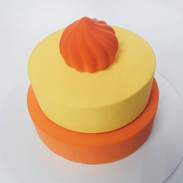 Грядёт год Огненного петуха🐓, он обещает быть ещё более успешным и запоминающимся! Ну и торты будут под стать наступающему году - яркие и запоминающиеся😉 На 30 декабря освободилось два вот таких торта. Вес 2 кг, вкус Малина-личи-мусс пломбир и Земляника-клубника-фисташка-грейпфрут😋 Стоимость 5000 руб. Для бронирования пишите в вайбер или воцап 8-919-322-1009