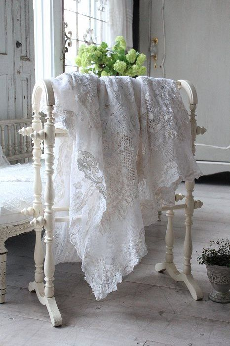 Oh dear. Just like the bath towel rack my Grandmother used to have, oh, so many years ago!! This lacy linen piece looks more like a tablecloth though.