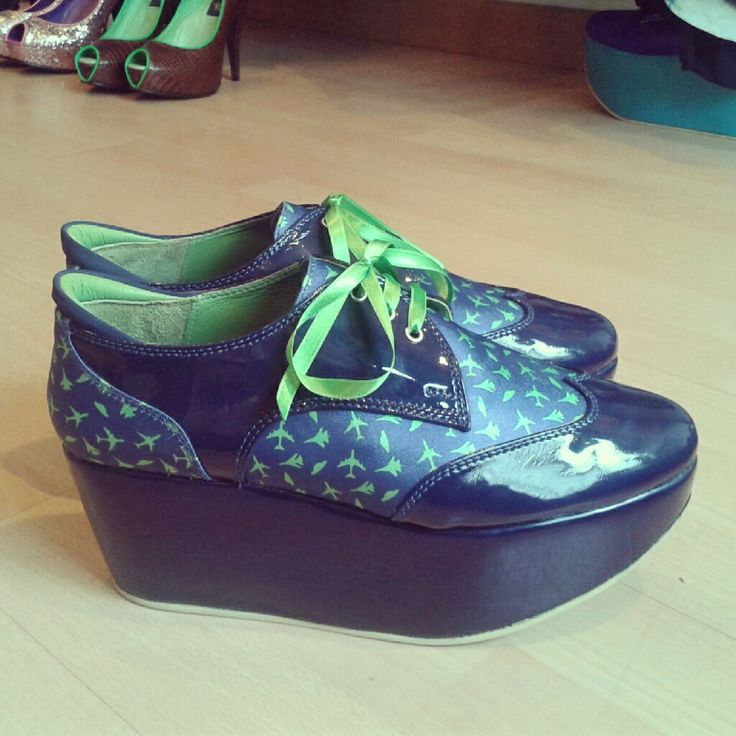 Stamped + blue pattent synthetic. 5 cm platform. Custom made.