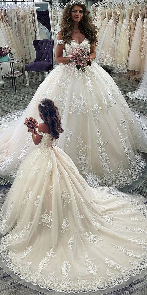 Ball Gown Off Shoulder Sleeve Lace Wedding Dress