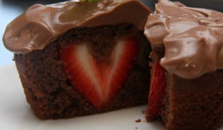 ... : Chocolate Pudding Cupcakes with Strawberry Centers – for VDay